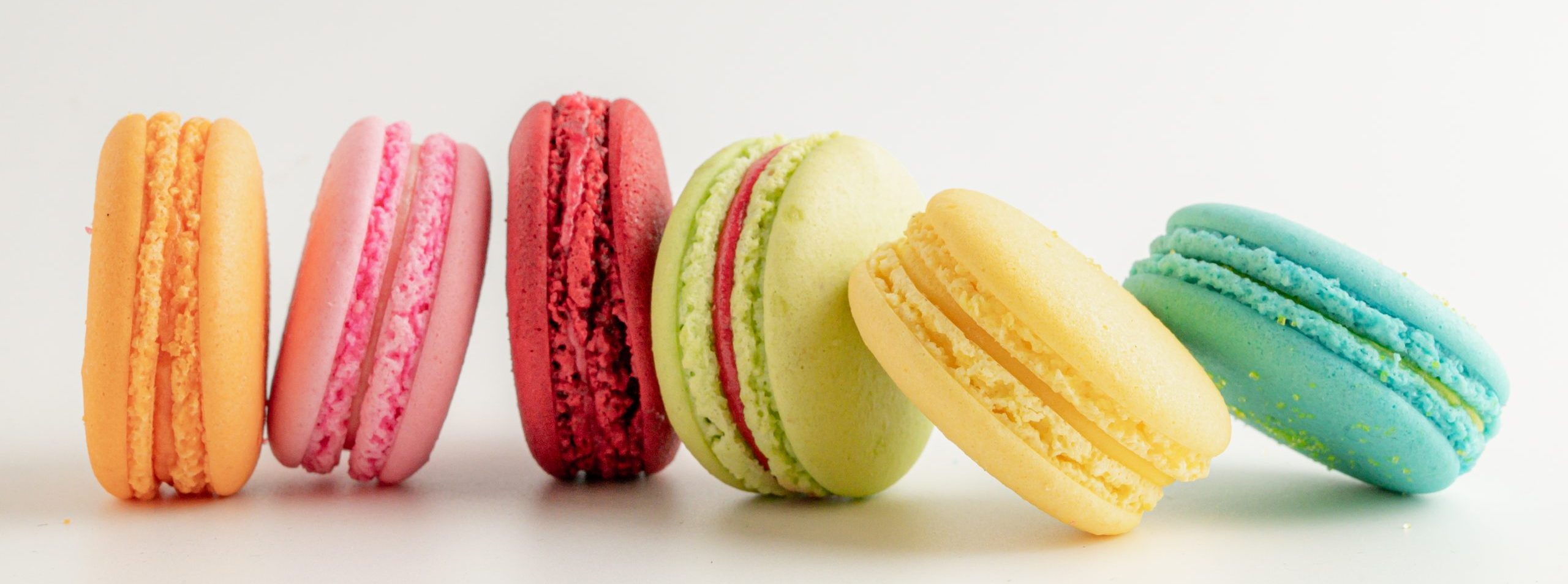 colourful-macaroons-on-white-table